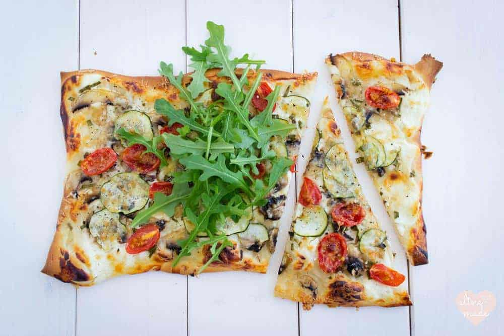 Quick Veggie Pizza with Quark and Topped with Rocket