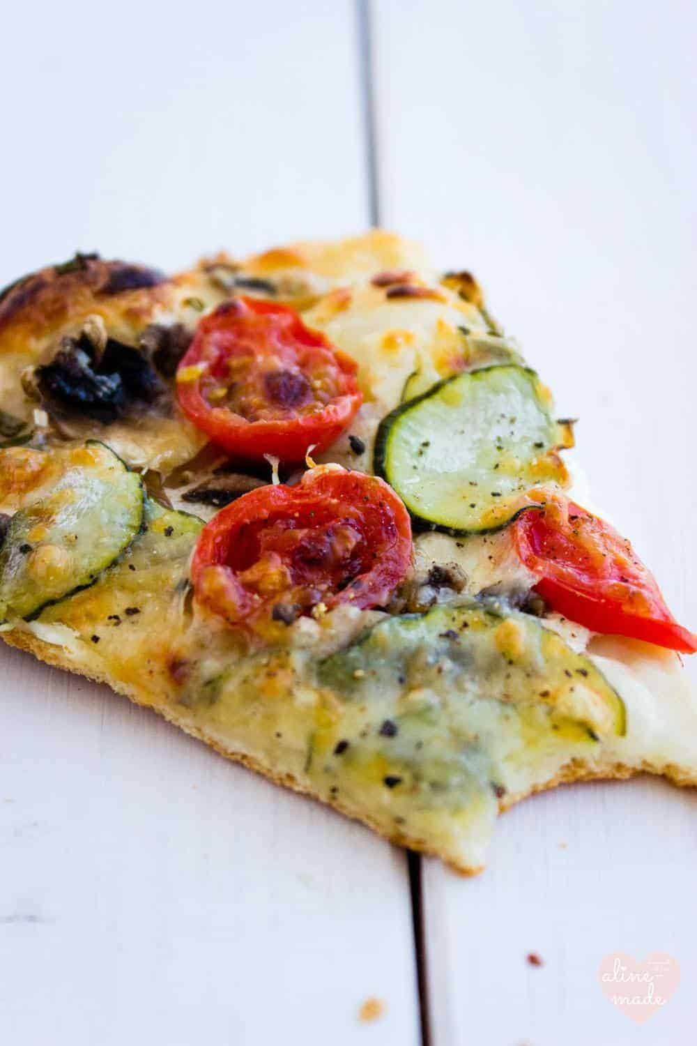 Quick Veggie Pizza with Quark, tomatoes and zuchini