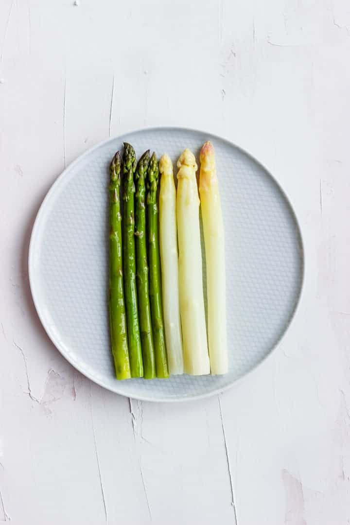 Steamed Asparagus with Sauce Hollandaise