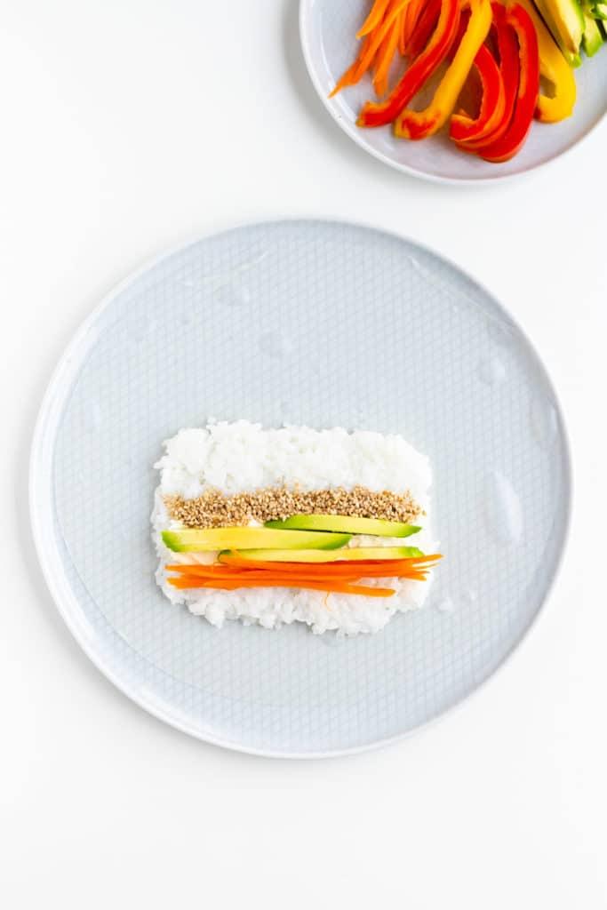 sushi rezept mit gemüse und reispaier - vegan