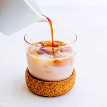 Iced Vanilla Latte | Coffee Pouring