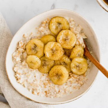 toasted oatmeal topped with caramelized bananas