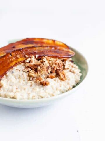 oatmeal recipe with caramelized bananas served in a blue bowl