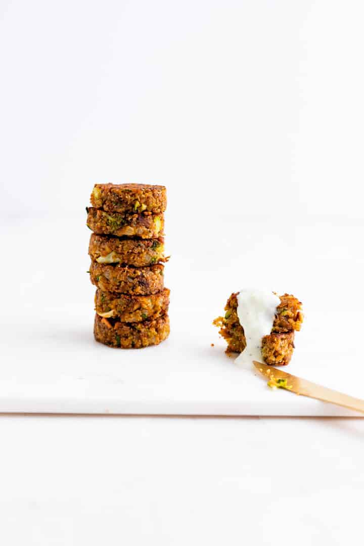 Veggie Patties with Tzatziki Sauce | Aline Madejpg