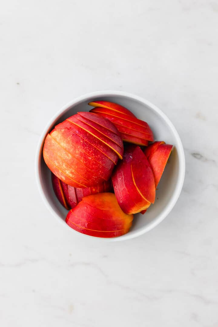 sliced nectarines in a blue bowl