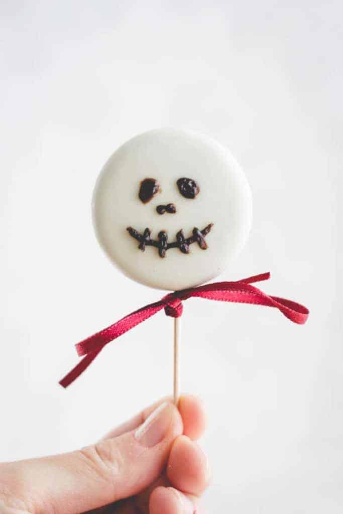 Halloween Kekse mit Skelettgesicht