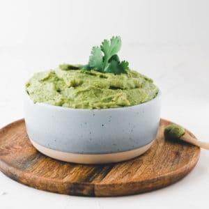 Guacamole Originalrezept in einer blauen schale