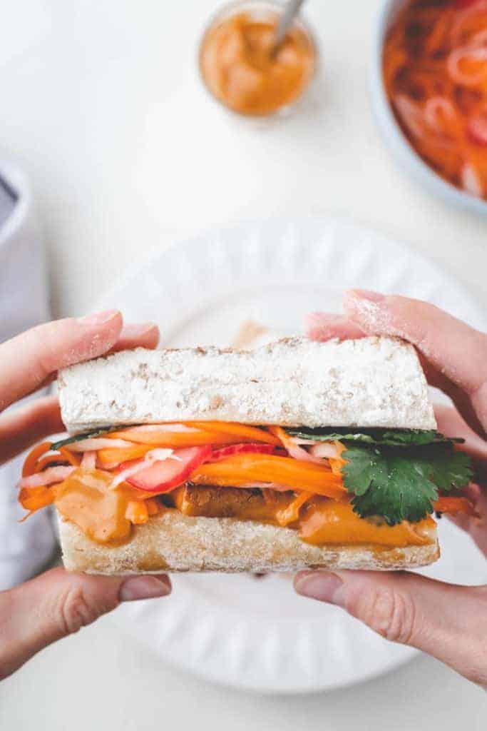 vietnamesisches tofu banh mi sandwich