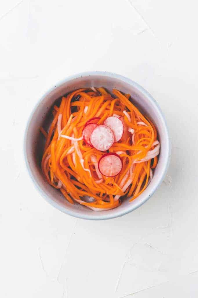 vietnamesisch eingelegtes gemüse