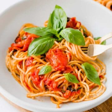 spaghetti pomodoro served with fresh basil