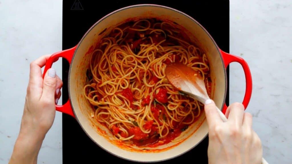 Spaghetti Pomodoro Rezept Schritt 5