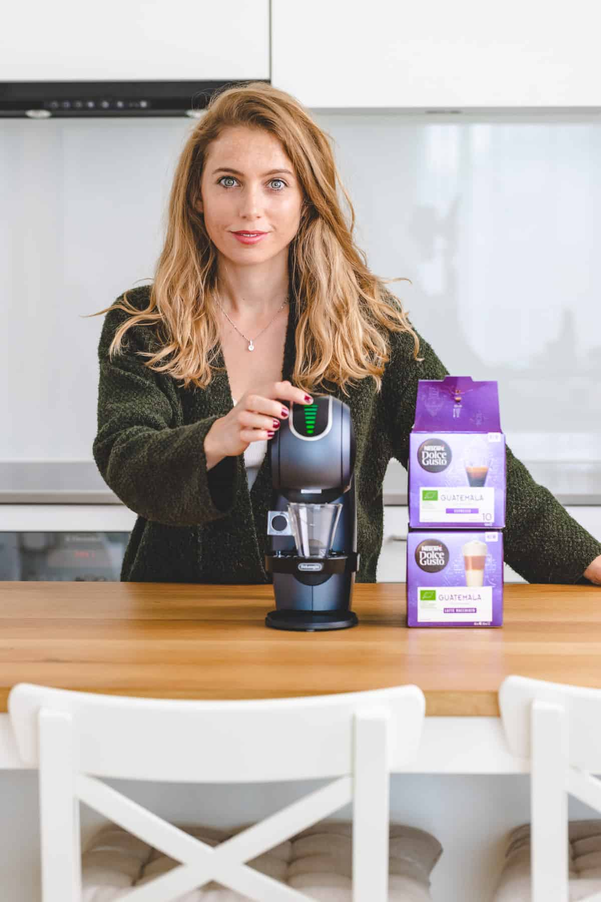 aline cueni next to the new genio s touch by NESCAFÉ Dolce Gusto