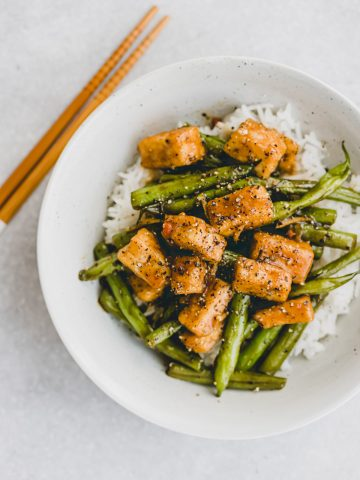 black pepper tofu with green beans on rice