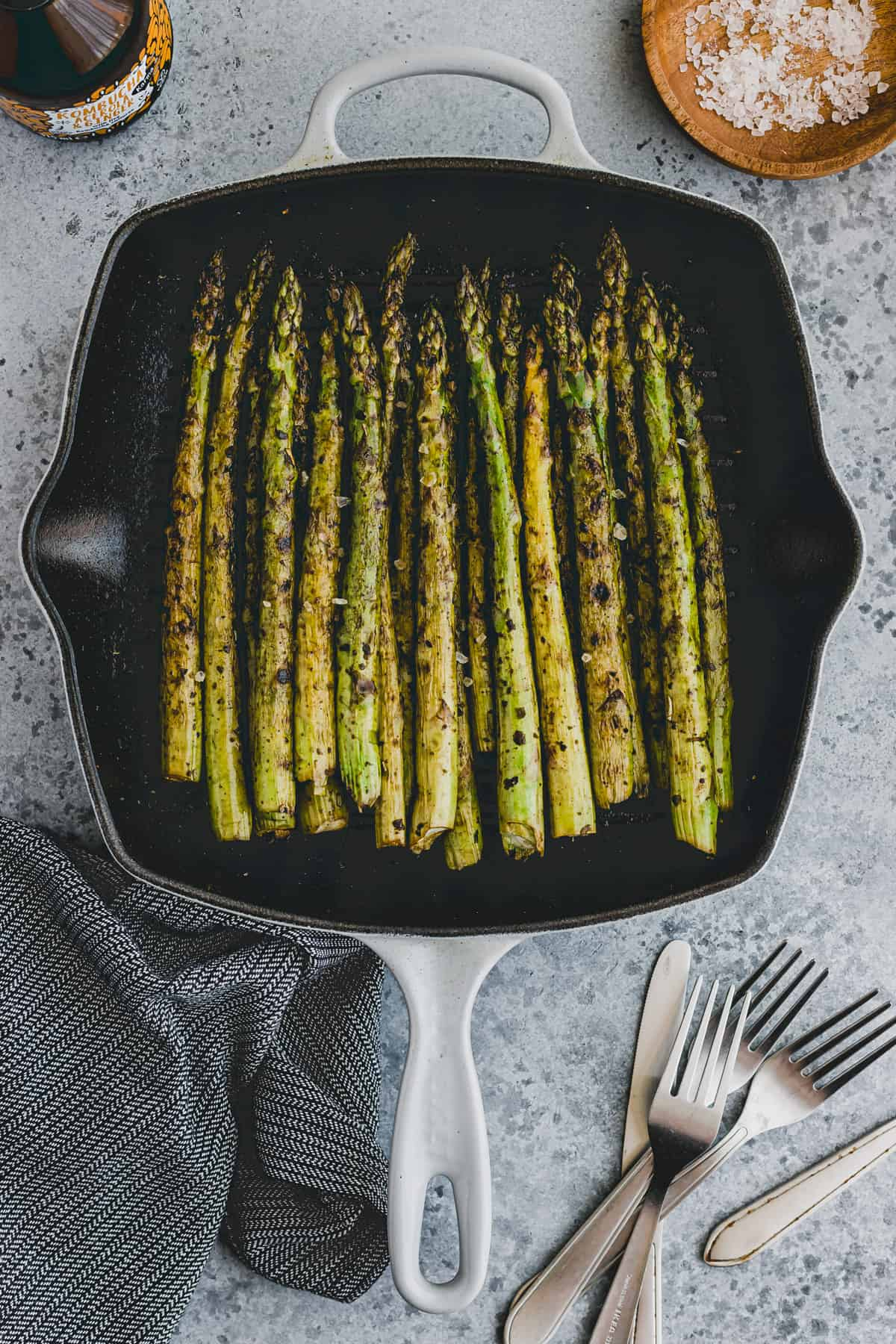 green asparagus in a cast iron skillet pan
